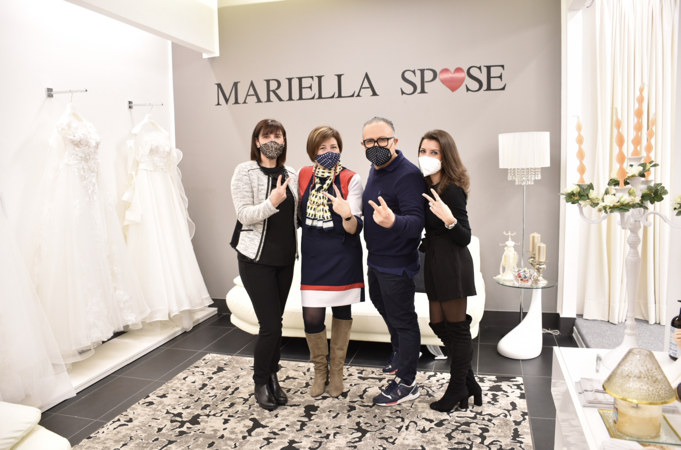 Stefano Blandaleone con lo staff Mariella Spose